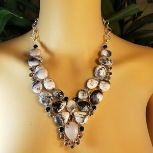 Jewelry - ELEGANT NECKLACE NWOT